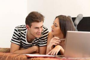 couple qui se demande si l'assurance hypothécaire est obligatoire